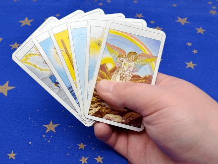 Tarot Online - Vi på LuckyTarot.se kan läsa i Tarotkort